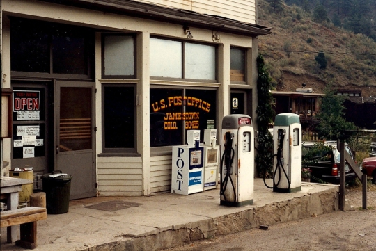 Merc-w-gas-pumps-1988